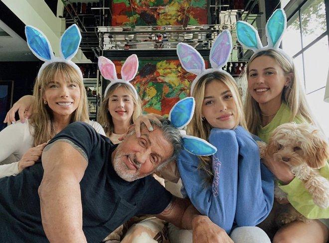 Không phải Kardashian, nhà tài tử Rambo mới là gia đình cực phẩm: Cả 3 ái nữ đều đẹp như Hoa hậu, mã gene báu vật là đây! - ảnh 8
