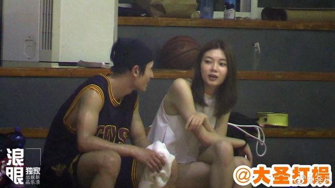 Mỹ nam Sơn Hà Lệnh lộ ảnh cầu hôn bạn gái 4 năm, động thái của nam thần Cung Tuấn mới khiến cả Cnet xôn xao - ảnh 3