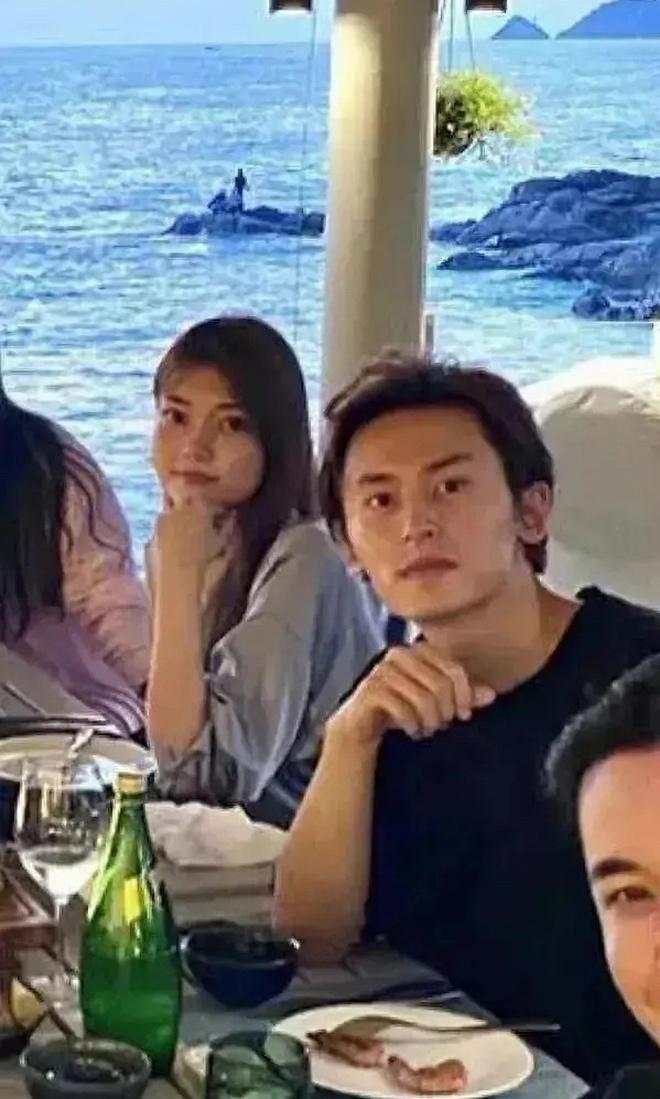 Mỹ nam Sơn Hà Lệnh lộ ảnh cầu hôn bạn gái 4 năm, động thái của nam thần Cung Tuấn mới khiến cả Cnet xôn xao - ảnh 2
