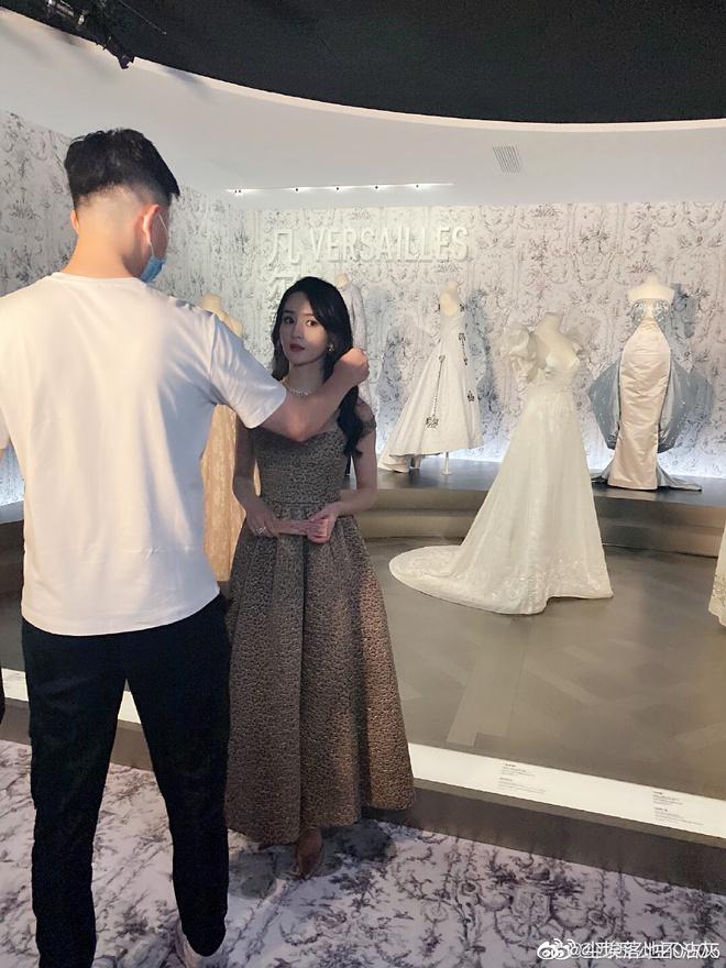 """Team qua đường """"bóc"""" nhan sắc Triệu Lệ Dĩnh sau 3 tháng ly hôn: Có da thịt là hấp dẫn hơn hẳn, visual thăng cấp vùn vụt - ảnh 3"""
