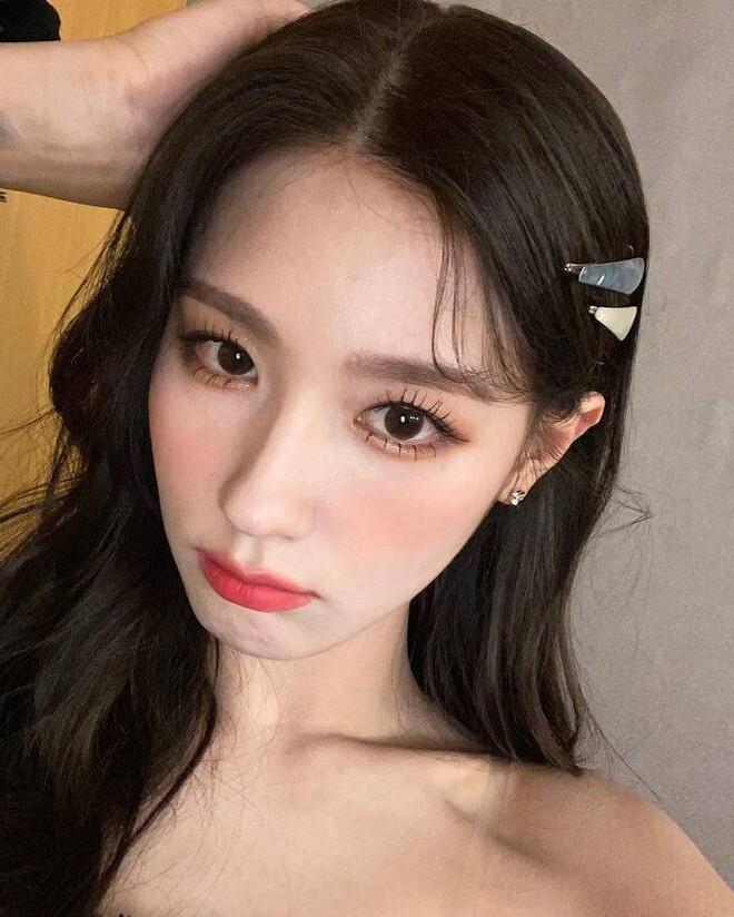 Từ câu chuyện của Miyeon ((G)I-DLE), ta sẽ rút ra bài học: Chưa cần thẩm mỹ, đổi style makeup là đã lột xác rồi - ảnh 8