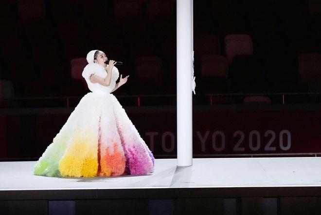 Khoảnh khắc kinh diễm: Lễ khai mạc Tokyo Olympic 2021 gọi tên ca sĩ Misia và chiếc váy bồng bềnh, mềm mại tựa như mây - ảnh 2