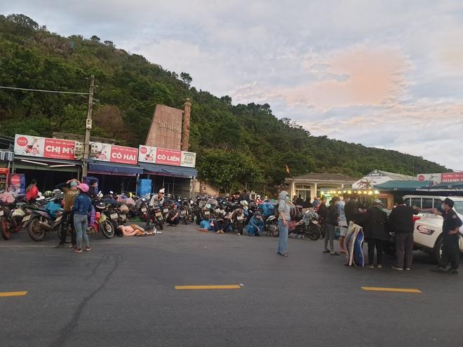 CSGT Đà Nẵng tiếp tục hộ tống hàng trăm người từ TP Hồ Chí Minh về quê bằng xe máy - ảnh 4