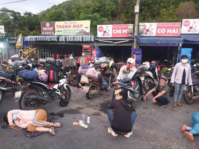 CSGT Đà Nẵng tiếp tục hộ tống hàng trăm người từ TP Hồ Chí Minh về quê bằng xe máy - ảnh 5