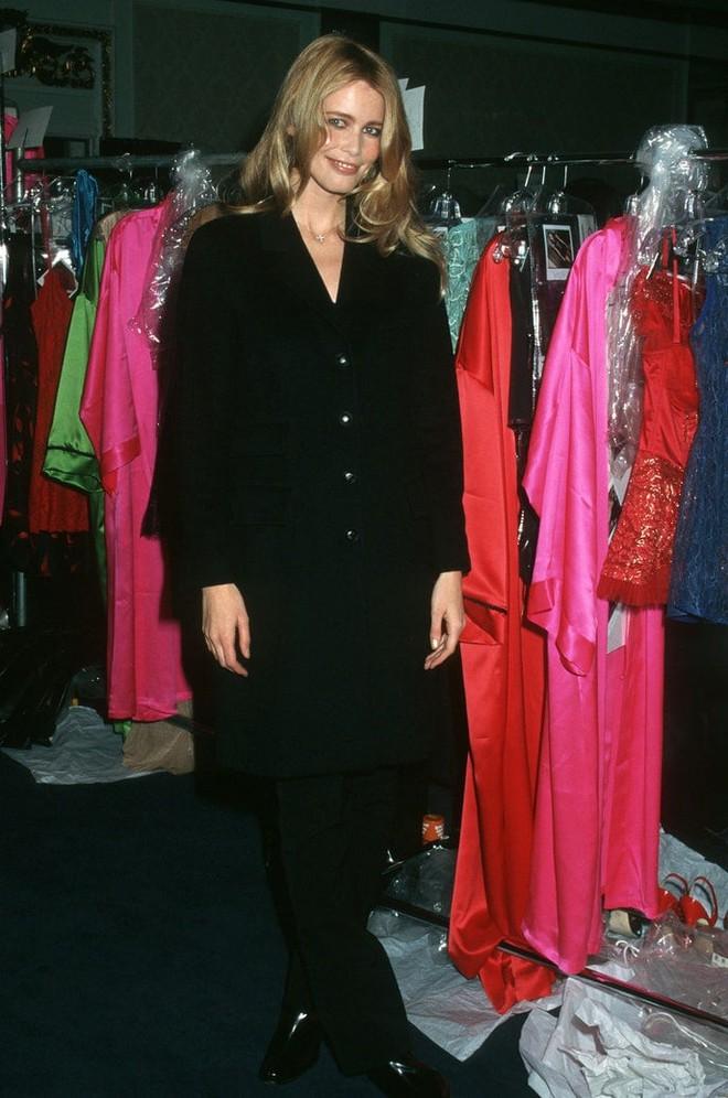 Victoria's Secret những ngày đầu tiên: Áo quần gây sốc từ thập niên 90, tiêu chuẩn người mẫu trước drama body shaming thế nào? - ảnh 7