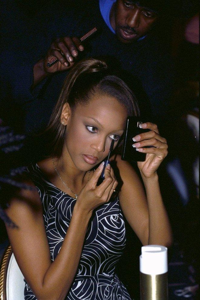 Victoria's Secret những ngày đầu tiên: Áo quần gây sốc từ thập niên 90, tiêu chuẩn người mẫu trước drama body shaming thế nào? - ảnh 9