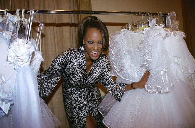 Victoria's Secret những ngày đầu tiên: Áo quần gây sốc từ thập niên 90, tiêu chuẩn người mẫu trước drama body shaming thế nào? - ảnh 8