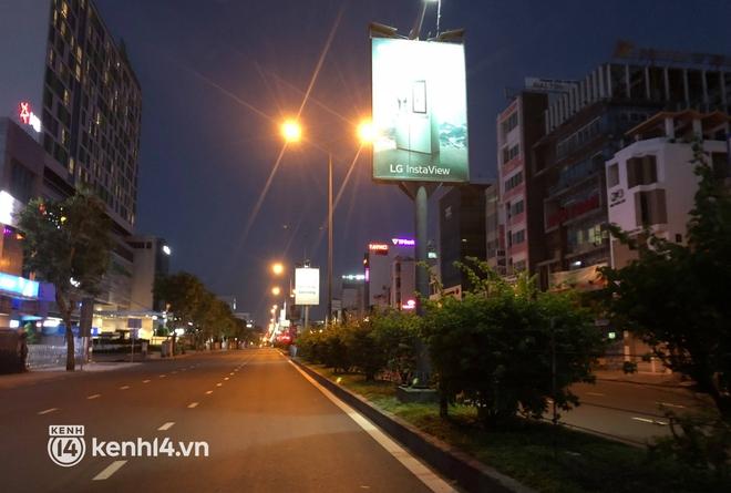 Trực tiếp: Toàn cảnh đường phố Sài Gòn sau 18h tối nay (26/7) - Ảnh 2.