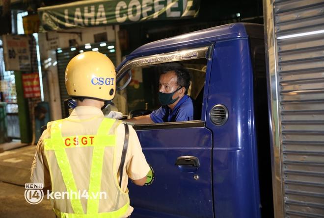 Trực tiếp: Toàn cảnh đường phố Sài Gòn sau 18h tối nay (26/7) - Ảnh 8.