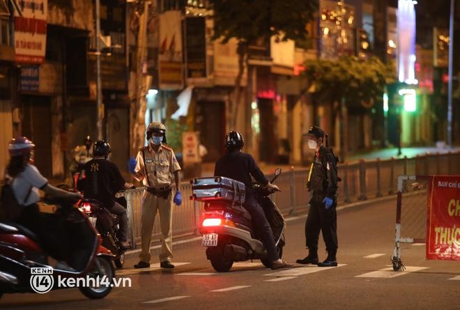 Trực tiếp: Toàn cảnh đường phố Sài Gòn sau 18h tối nay (26/7) - Ảnh 7.