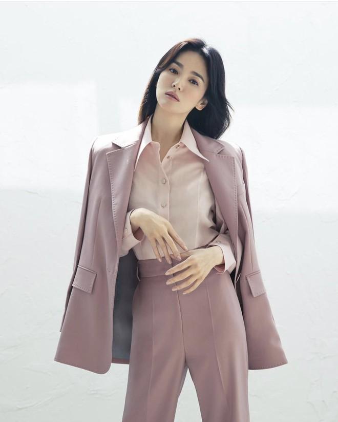Tình cũ và tình mới Hyun Bin đọ sắc cực gắt: Nhan sắc cân não, nghía đến body Son Ye Jin nhỉnh hơn hẳn Song Hye Kyo? - ảnh 9