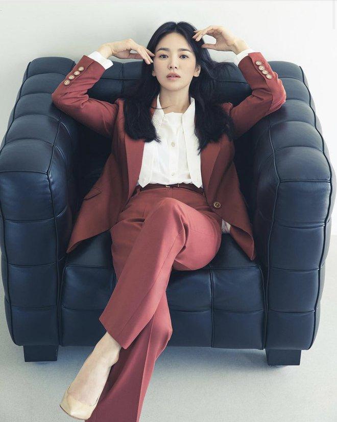 Tình cũ và tình mới Hyun Bin đọ sắc cực gắt: Nhan sắc cân não, nghía đến body Son Ye Jin nhỉnh hơn hẳn Song Hye Kyo? - ảnh 8