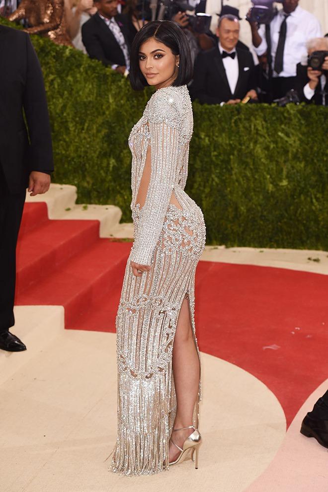 Sao USUK và chuyện chơi nổi trên thảm đỏ: Cardi B khổ sở đứng ngồi, Katy Perry khốn đốn trong WC, Kylie Jenner còn đổ cả máu - ảnh 9