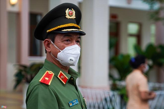 Trực tiếp đường phố Sài Gòn sau 18h: Lặng người trước ông bố chở bình oxy cứu con - Ảnh 4.