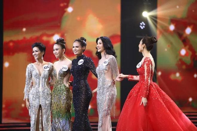 Hiếm có trong showbiz: Có 1 người đẹp vừa là thủ khoa Ngoại thương, vừa là top 5 Hoa hậu Hoàn vũ VN! - ảnh 6