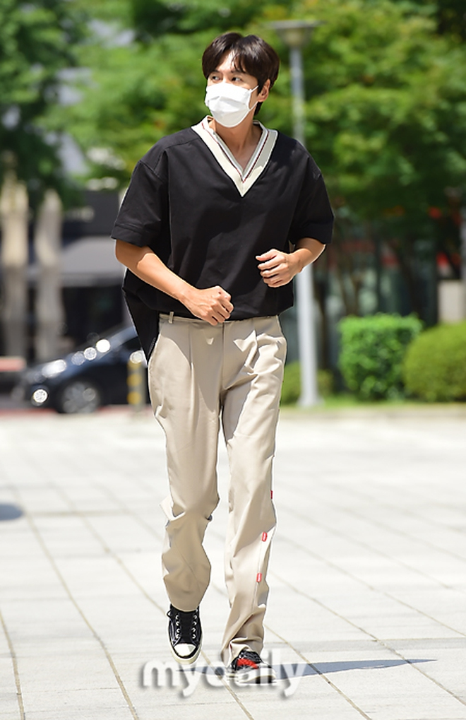 Dàn sao Hàn đổ bộ đài truyền hình: Mỹ nhân T-ara xinh xỉu, Lee Kwang Soo lột xác đến mức được so với cả... Lee Min Ho? - Ảnh 4.