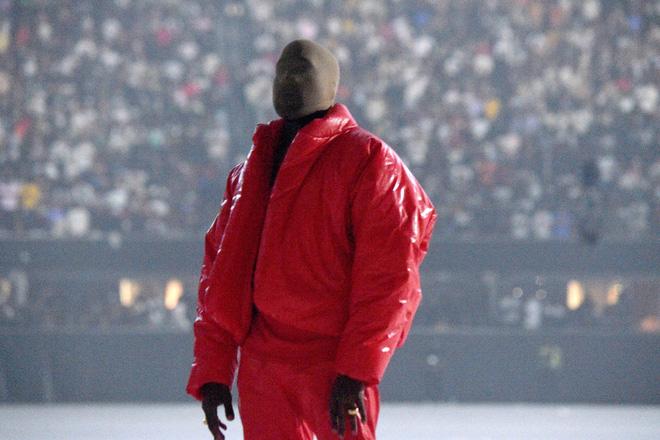 Kanye West bật khóc ngay trước mặt Kim Kardashian khi ca khúc về cuộc hôn nhân với vợ cũ vang lên, là thật hay drama gì đây? - Ảnh 1.