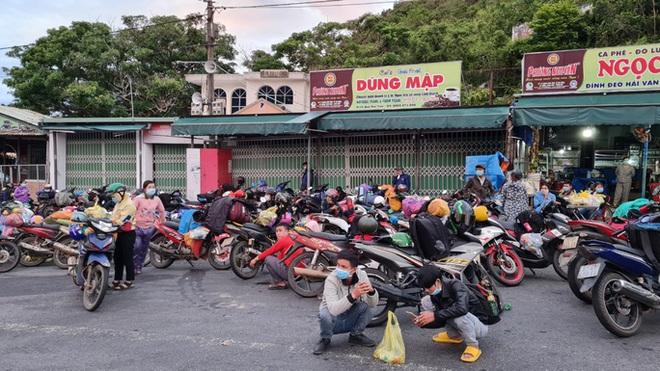 Chủ tịch Thừa Thiên - Huế khuyến cáo người dân không nên tự ý rời khỏi tâm dịch về quê - ảnh 1
