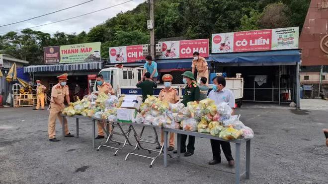Chủ tịch Thừa Thiên - Huế khuyến cáo người dân không nên tự ý rời khỏi tâm dịch về quê - ảnh 4
