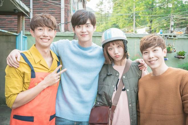 Tình bạn hơn 10 năm của Lee Jong Suk và Lee Sung Kyung: Gấp đôi visual đẹp hết chỗ chê, có lúc còn tình bể bình hơn người yêu - Ảnh 9.