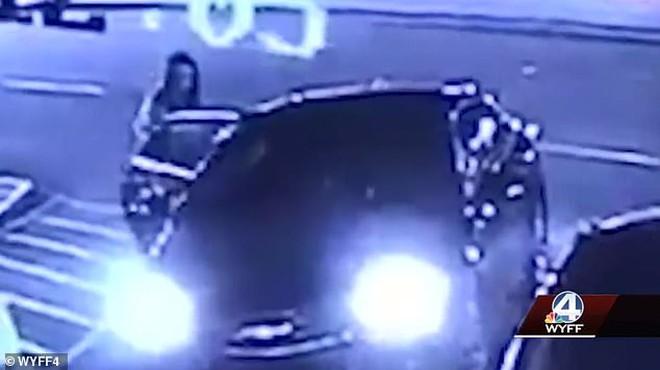 Án mạng rúng động Mỹ: Gọi Uber nhưng lên nhầm xe lạ, cô gái bị đâm liên tiếp 120 nhát dao kinh hoàng với loạt tình tiết gây phẫn nộ - Ảnh 2.