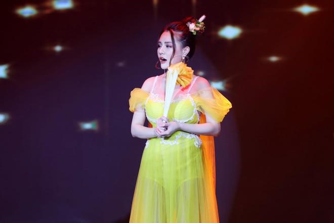 Hot girl ngực khủng Mon 2K sau scandal hôn phản cảm: Lấn sân ca hát, tuyên bố giọng không thua Ngọc Trinh, Chi Pu - ảnh 2