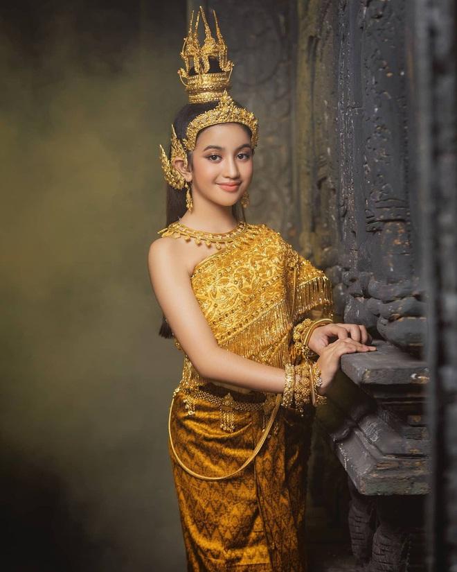 Viên ngọc quý của Hoàng gia Campuchia: Tiểu công chúa với vẻ đẹp lai cực phẩm dù mới 10 tuổi, soi thành tích chỉ biết xuýt xoa quốc bảo - ảnh 7
