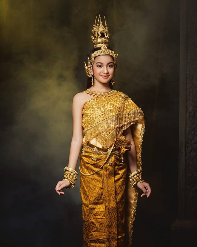 Viên ngọc quý của Hoàng gia Campuchia: Tiểu công chúa với vẻ đẹp lai cực phẩm dù mới 10 tuổi, soi thành tích chỉ biết xuýt xoa quốc bảo - ảnh 6