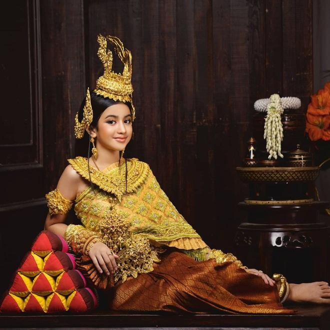 Viên ngọc quý của Hoàng gia Campuchia: Tiểu công chúa với vẻ đẹp lai cực phẩm dù mới 10 tuổi, soi thành tích chỉ biết xuýt xoa quốc bảo - ảnh 1