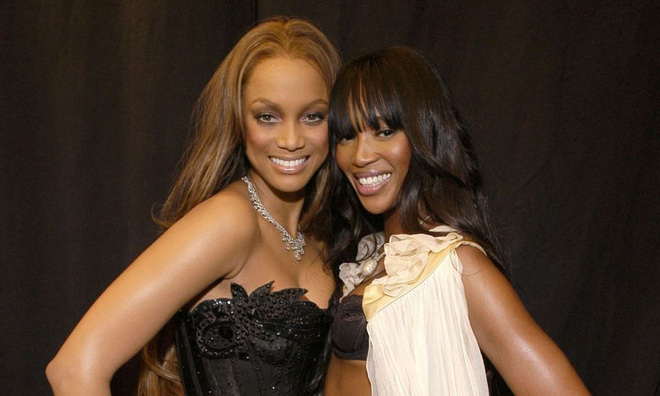 Drama chưa kể: Báo đen Naomi Campbell đánh sấp mặt siêu mẫu Tyra Banks, người trong cuộc nhắc lại còn run sợ! - ảnh 1