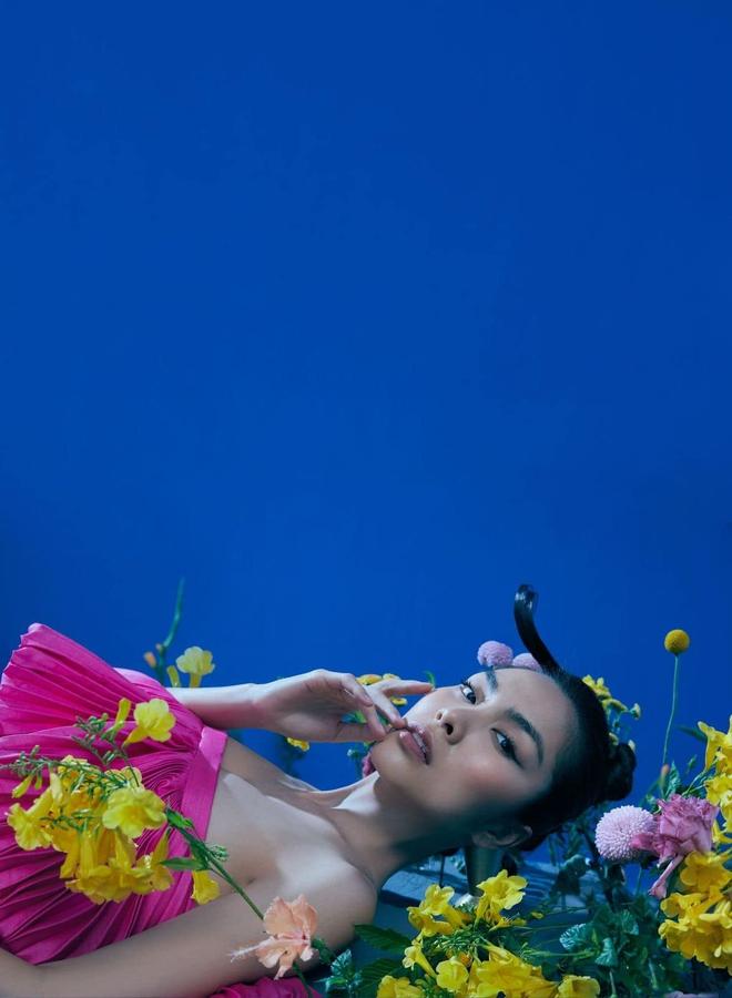 """Tại sao nói Hà Tăng là mỹ nhân hàng đầu Vbiz? Xem full bộ ảnh khoe cận góc mặt sắc lẹm và body """"bức thở"""" này là rõ - Ảnh 4."""