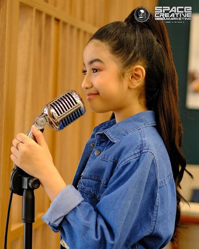 Viên ngọc quý của Hoàng gia Campuchia: Tiểu công chúa với vẻ đẹp lai cực phẩm dù mới 10 tuổi, soi thành tích chỉ biết xuýt xoa quốc bảo - ảnh 11
