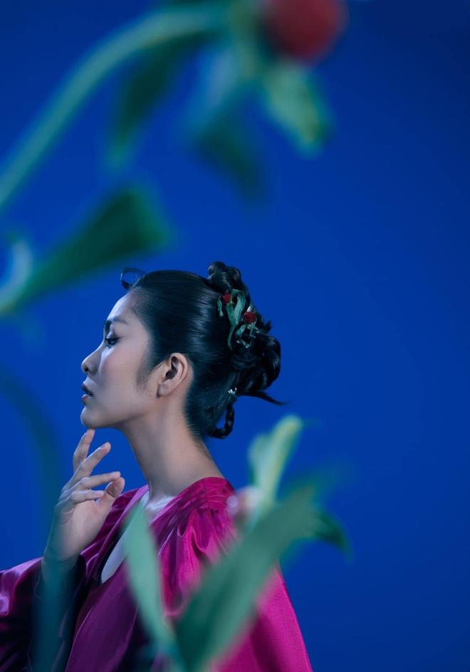 """Tại sao nói Hà Tăng là mỹ nhân hàng đầu Vbiz? Xem full bộ ảnh khoe cận góc mặt sắc lẹm và body """"bức thở"""" này là rõ - Ảnh 6."""
