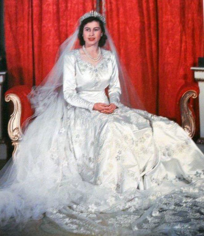 Đâu là chiếc váy cưới đầu tiên và nguồn gốc của nó cao quý tới mức nào? - ảnh 9