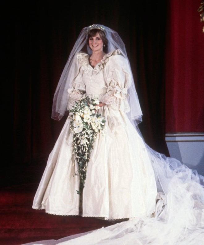 Đâu là chiếc váy cưới đầu tiên và nguồn gốc của nó cao quý tới mức nào? - ảnh 8