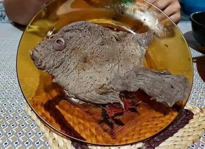 Khi thèm ăn cá khủng khiếp mà nhà chỉ còn thịt bò, cô gái sáng tạo ra tác phẩm khiến dân mạng phục sát đất - Ảnh 1.