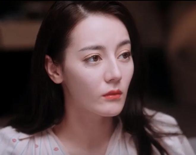 Nối gót Cúc Tịnh Y, Địch Lệ Nhiệt Ba đã gầy tới cảnh giới phải dùng tóc che mặt mà xương vẫn lộ ra nhọn hoắt - ảnh 3