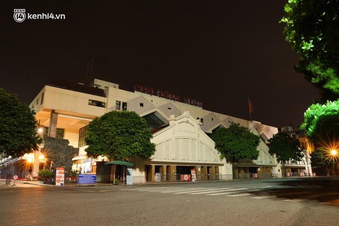 Ảnh: Đêm Hà Nội vắng hơn Tết, đường phố không một bóng người trong những ngày giãn cách xã hội - ảnh 18