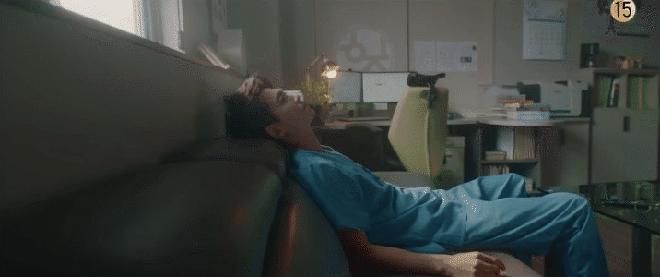 Làm cú đêm trong những ngày giãn cách: Thức khuya ảnh hưởng nghiêm trọng như thế nào đến sức khoẻ? - Ảnh 2.