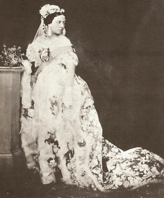 Đâu là chiếc váy cưới đầu tiên và nguồn gốc của nó cao quý tới mức nào? - ảnh 7