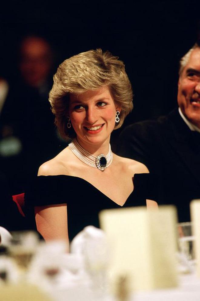 Mấy ai biết rằng đằng sau chiếc đầm này của công nương Diana là 1 câu chuyện đau lòng - ảnh 7