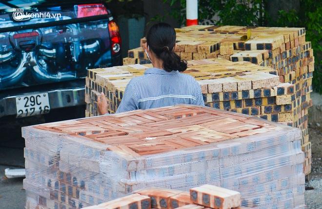 Điều xe tải, dùng gạch, thùng container làm chốt phong tỏa: Người dân vẫn dùng mọi cách để thông chốt - ảnh 14