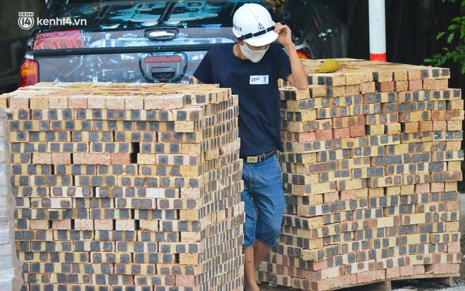 Điều xe tải, dùng gạch, thùng container làm chốt phong tỏa: Người dân vẫn dùng mọi cách để thông chốt - ảnh 15