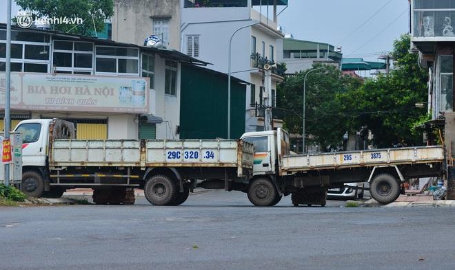 Điều xe tải, dùng gạch, thùng container làm chốt phong tỏa: Người dân vẫn dùng mọi cách để thông chốt - ảnh 22