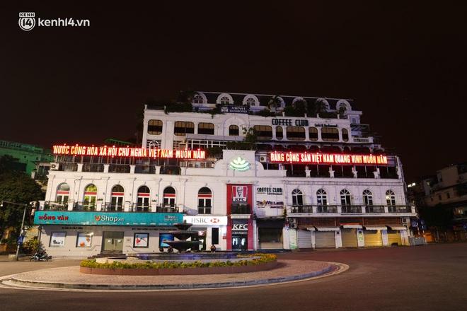 Ảnh: Đêm Hà Nội vắng hơn Tết, đường phố không một bóng người trong những ngày giãn cách xã hội - ảnh 16