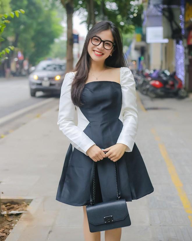 Danh tính gái xinh thường xuyên livestream chung với cô Minh Thu, từ nhan sắc đến độ hot đều kẻ tám lạng người nửa cân - ảnh 3