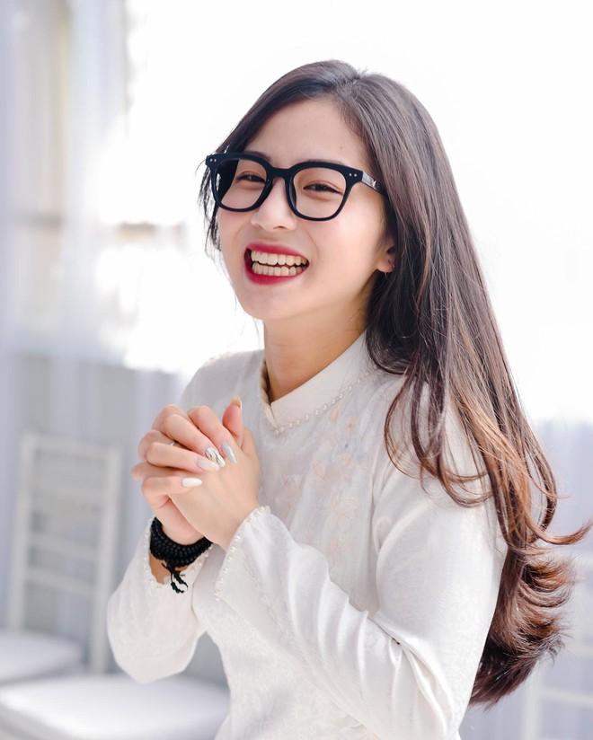 Danh tính gái xinh thường xuyên livestream chung với cô Minh Thu, từ nhan sắc đến độ hot đều kẻ tám lạng người nửa cân - ảnh 4