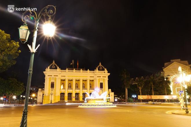 Ảnh: Đêm Hà Nội vắng hơn Tết, đường phố không một bóng người trong những ngày giãn cách xã hội - ảnh 11