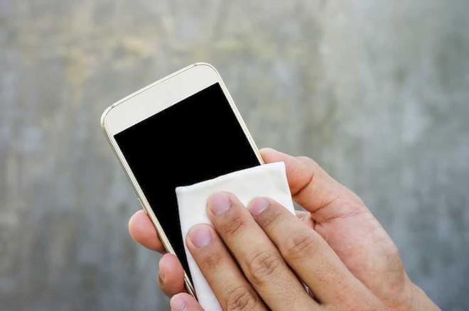 Điện thoại rất bẩn và đây là cách vệ sinh đúng cách, nhanh gọn mà hiệu quả - ảnh 5