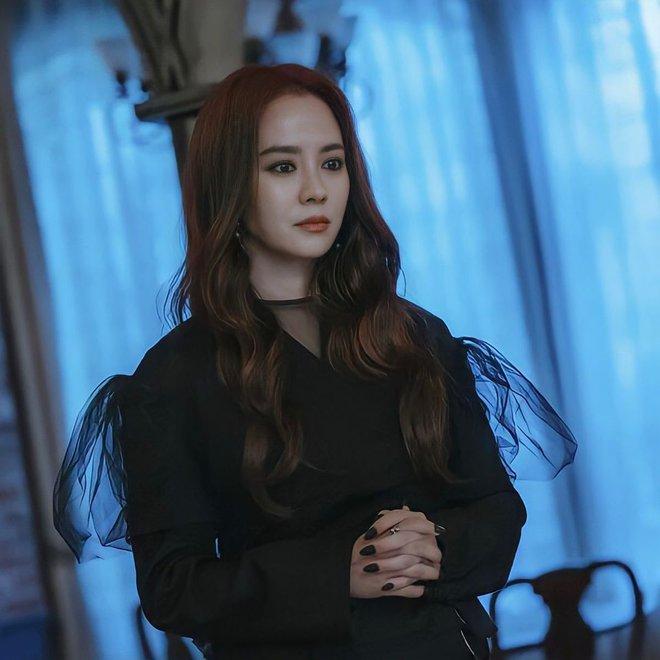 Không nhận ra Mợ Ngố Song Ji Hyo trong phim mới: Tạo hình sang nhưng khiến cô già hơn, phản ứng của netizen lại đáo ngược - ảnh 3